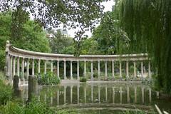 Columns reflected - Parc Monceau (Monceau) Tags: columns pond reflection willow parcmonceau