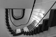 Treppenhaus (Frank Guschmann) Tags: treppe treppenhaus staircase stairwell escaliers stairs stufen steps architektur