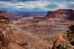Canyonlands (Ross Forsyth - tigerfastimagery) Tags: rock geology canyon canyonlands nationalpark usnationalpark canyonlandsnationalpark landscape scenery utah usa shafercanyon shafercanyonoverlook