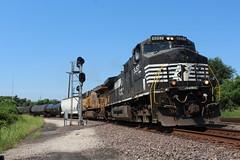 NS 9257 (CC 8039) Tags: ns up trains ac44cw es44ac sauget illinois