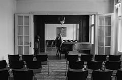 Waiting for Klimt (nemenfoto) Tags: klimt klimtvilla waiting espera piano musica music concert concierto wien viena austria europa europe nemenfoto art arte pintura painting sillas chairs cadires soledad