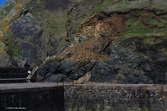 3KB03595a_C (Kernowfile) Tags: cornwall mullion harbour rocks cliffs water pier grass cornishharbours pentax