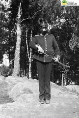 tm_4709 - Karl-Erik (Tidaholms Museum) Tags: svartvit positiv människa porträtt militäruniform soldat
