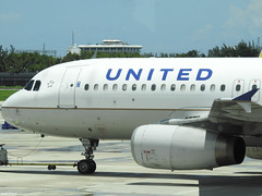 Airbus A320-232 United Airlines N476UA (TestForTravel) Tags: aeroport airport airplane aviageek aviation avgeek airline air jet p900 plane nikon spotting spotter special shot livery landing land fly taxiway takeoff avion ciel united airbus a320 320 fort lauderdale n476ua