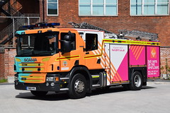 Humberside - YN66MVL - Hull Central - WrL (matthewleggott) Tags: humberside fire rescue service engine appliance yn66mvl hull central scania emergency one wrapped city cultyre