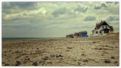Steinwarder (Heinze Detlef) Tags: häuser wasser ostsee heiligenhafen himmel meer strand sand steine sonne wolken wellen