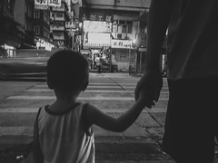 (Carl_W) Tags: lifescene lifeshot monochrome bw blackandwhite grdigital grd3 grd hongkongscene hongkongimage hongkong streetphotography cross street holdmyhand littleboy fatherandson family