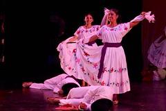 Espectáculo Guelaguetza con la Compañía de Danza Costumbrista de OaxacaVQAAgBik