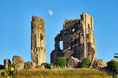Corfe 'Castle and Moon (paulinuk99999 (lback to photography at last!)) Tags: paulinuk99999 corse castle moon sunset sal70400g july 2018