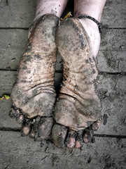 Muddy soles (Barefoot Adventurer) Tags: barefoot barefooting barefoothiking barefooter barefeet barefooted baresoles barfuss wrinkledsoles woodland woodlandsoles wetmud earthstainedsoles earthsoles earthing muddysoles muddyfeet muddy toughsoles healthyfeet happyfeet hardsoles hiking anklet connected callousedsoles livingleather leathertoughsoles leathersoles footstep soles stainedsoles strongfeet woodlandmud toes texture roughsoles ruggedsoles