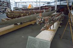 Dugout canoe from Papua, New Guinea. Collection Storage Facility, Canadian Canoe Museum, Peterborough, Ontario / Pirogue monoxyle (construite dans une seule pièce de bois) de la Papouasie-Nouvelle-Guinée. Installation d'entreposage de la collection, Musée