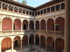 Colegio de San Jaime y San Matías - Patio 2 (albTotxo) Tags: tortosa tarragona cataluña españa