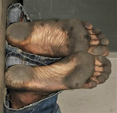 dirty city feet 607 (dirtyfeet6811) Tags: feet soles barefoot dirtyfeet dirtysoles blacksoles cityfeet