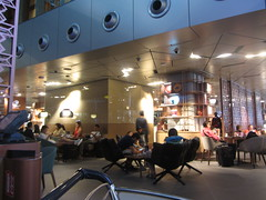 Hamed International Airport, Doha, Qatar  2018, a café. (d.kevan) Tags: qatar doha hamedinternationalairport airports people tables chairs cafés