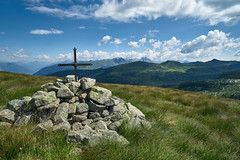 Cross near the path (drop_m) Tags: sony sony7rii sonyalpha7rii sonyilce7rm2 sonyalpha sony16354 7rmii 7rm2 sony163540 sony1635f40 1635mm italy 2018 summer mountain maniva cross path deepoffield dof field deep wide wideangle ultrawide ultrawideangle sky clouds cloud cloudy grass rock rocks sunny sunlight peak peaks tripod nature naturallight manualfocus captureone 22mm f100 f10 7dwf
