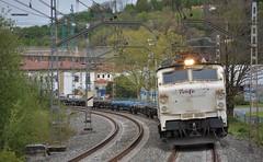 251 (firedmanager) Tags: renfe renfeoperadora railtransport renfemercancías tren train trena 251 locomotora locomotive mitsubishi ferrocarril freighttrain
