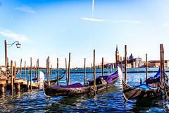 Venecia - Italia (valentinaav7) Tags: venice italy italia venecia gondolas landscape paisaje azul mar sea blue beautiful view vista relaxing europa europe travel viaje cielo bote agua water