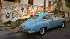 CUBA Varadero (stega60) Tags: cuba varadero oldcar oldtimer coche carro azul blue revolutión graffiti calle street stega60