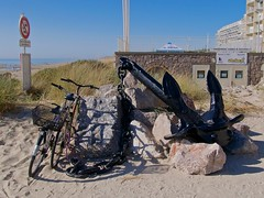 anti-vol (pierre.pruvot2) Tags: france gx80 hardelot pasdecalais ancre plage beach bicycle chaine chain