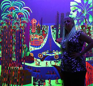 Glowing paintings at night in ultraviolet light Colorful painting  Светящиеся картины ночью в ультрафиолетовом свете