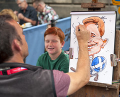 face drawing Edinburgh Fringe 2018_2491 (David in Lisburn) Tags: edinburghfringe scotland royalmile busking streetperformers bagpipes guitarists violins artsfestival cobblestones circus comedy music fireeaters jugglers swordswallowers freeshows leaflets posers posters romeoandjuliet humandolphins facepainting cartoons streetartists