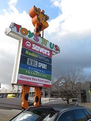 Toys R Us Tea Tree Plus (Modbury) Closing Down (RS 1990) Tags: toysrus modbury teatreegully teatreeplaza teatreeplus closing sale goingoutofbusiness closingdown lastdays adelaide southaustralia friday 20th july 2018
