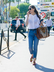 20180511-170900 (ze06) Tags: candid street cannes croisette festival festivaldecannes sexy girl gorgeous cute woman brunette sunglasses transparency bra jeans kenzo