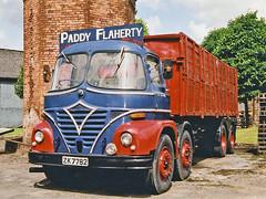 Irlande, ancien camion de la distillerie Jameson (Roger-11-Narbonne) Tags: irlande ville distillerie musée machine jameson