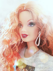 shiny miss viviane (photos4dreams) Tags: glamourgirlsp4d thelookcityshinep4d barbie regularlifeinthedollhouse doll photos4dreams p4d photos4dreamz toy puppe dress mattel barbies girl play fashion fashionistas outfit kleider mode puppenstube tabletopphotography viviane queen