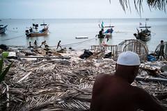 * (Sakulchai Sikitikul) Tags: street snap streetphotography summicron songkhla sony a7s 35mm leica thailand seascape sea beach samilabeach muslim islamic islam boat children
