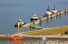 Blick zum Schlepperpier in Bremerhaven (Wolfgang.W. ) Tags: schlepperpier bremerhaven hafen schlepper schiffe stadt