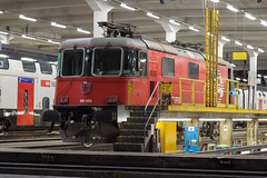 SBB Re 4/4 420 223 Zurich Gruppe G (daveymills37886) Tags: sbb re 44 420 223 zurich gruppe g 11223 bau lion