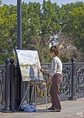 La pintora. El Puente del Patriarca. (svet.llum) Tags: persona gente calle pintor ciudad puente verano moscú rusia