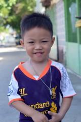 standard chartered boy (the foreign photographer - ฝรั่งถ่) Tags: standard chartered boy child khlong thanon portraits bangkhen bangkok thailand nikon d3200