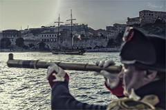 Lo squarcio nel cielo (Cristian Lupi 72) Tags: napoleone imperatore storia rievocazione rievocatori rievocatore 1800 pandora lagrace portoferraio isola elba isoladelba mare toscana binocolo