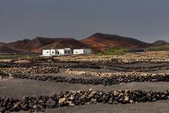 Contraste (GLX PHOTOGRAPHIES AMATEURS) Tags: western espagne lanzarote vacances iles volcans mer canaries cier paysages poselongue longexposure panorama lac volcanique guillaume laloux nikon d810