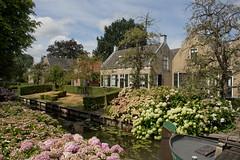 Drimmelen - Herengracht (grotevriendelijkereus) Tags: drimmelen holland netherlands nederland noord brabant village town dorp plaats building gebouw architecture architectuur gracht kanaal vaart canal water