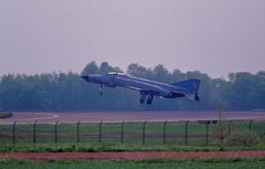 Berlin SXF 2002 Phantom F-4 Bundeswehr (rieblinga) Tags: berlinsxf schönefeld flughafen berlin ila 2002 phantom f4 luftwaffe 2834 bundeswehr analog canon eos 1v revue dia 100