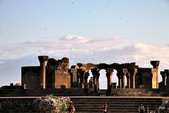 Zvartnots Cathedral!! (puri_) Tags: catedral ruinas armenia monte ararat neve ceu nuvens