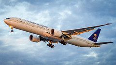 Boeing 777-368(ER) HZ-AK21 Saudi Arabian Airlines (William Musculus) Tags: airport spotting london heathrow lhr egll hzak21 saudi arabian airlines boeing 777368er 777300er