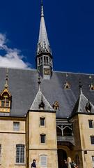 La flèche et son horloge. (Françoise et Gérard) Tags: bourgogne burgundy beaune hospices hospicesdebeaune guygonedesalins