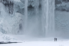 Couple at Snowy Skogafoss (Sophie Carr Photography) Tags: skogafoss waterfall frozen icicles silhouette iceland southcoast winter cold