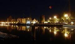 Red Moon bloody (Lunar eclipse , July 27, 2018) (Frank-2.0) Tags: hafengreifswaldhafengreifswlad museumshafen boot boote schiff schiffe nacht nachts dark night hafen fangenturm