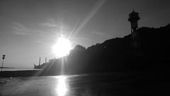 Leuchtturm Rissen, Unterfeuer, Elbe (greenoid) Tags: elbe hamburg rissen leuchtturm lighthouse river fluss blackwhite schwarzweis strand beach sonne sun gegenlicht ufer wittenberge