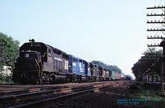 CR 3195-3053-8088-2304-8118, NY-74, Ridgewood, NJ. 7-31-1977 (jackdk) Tags: train railroad railway locomotive emd emdgp40 emdgp402 gp40 gp402 wj ridgewoodjunction ridgewoodnj erielackawanna erie cr conrail pc penncentral freighttrain ny74 standardcab