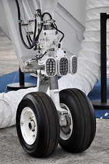 Gulfstream Aerospace G500 (A380spotter) Tags: undercarriage landinggear nosegear gulfstreamaerospace gulfstreamgviig500 gulfstream500 fivehundred 500 n505gd gufstreamaerospacecorporation demonstrator staticdisplay fia18 farnboroughinternationalairshow2018 taglondonfarnboroughairport eglf fab