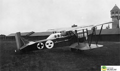 tm_4764 - Malmslätt, Östergötland 1942 (Tidaholms Museum) Tags: svartvit positiv fordon militärflygplan 1942 malmslätt östergötland soldat