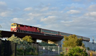 N467 approaches Footscray with an afternoon regional-commuter service to South Geelong.
