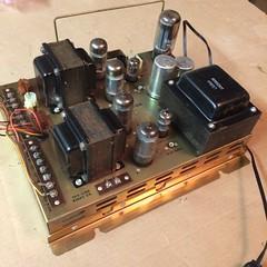 2017-09-06 21.33.57 (kasanay) Tags: ami jukebox stereo amplifier vacuumtube