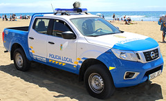 Police Nissan in Maspalomas Gran Canaria (Dave Russell (1 million views thanks)) Tags: maspalomas canaria canary island islands spain spanish espania police law enforcement car vehicle truck pickup transport blue light bluelight parked beach policia local san bartilome de tirajana nissan pathfinder motor motorcar work